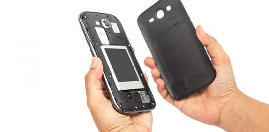 How to Remove a Samsung Galaxy Back Cover