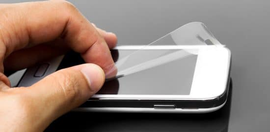 How to Safely Remove a Screen Protector